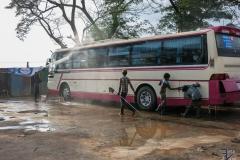 Buswash vor der Einfahrt in die Haupstadt
