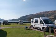 Glencoe Caravan Park mit Blick auf den Loch Leven.